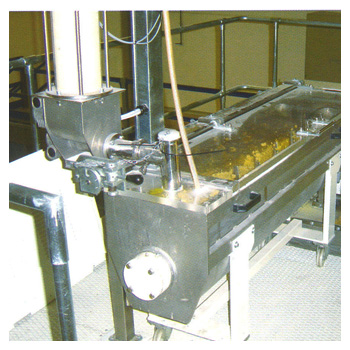 KNEADING BASIN WITH DOSING SYSTEM